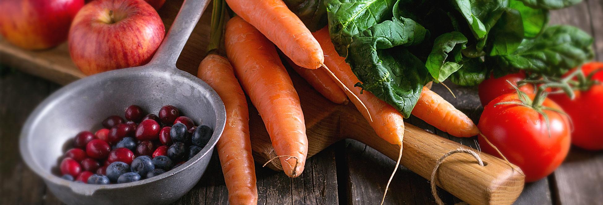 Sie sehen Obst, Gemüse und Kräuter